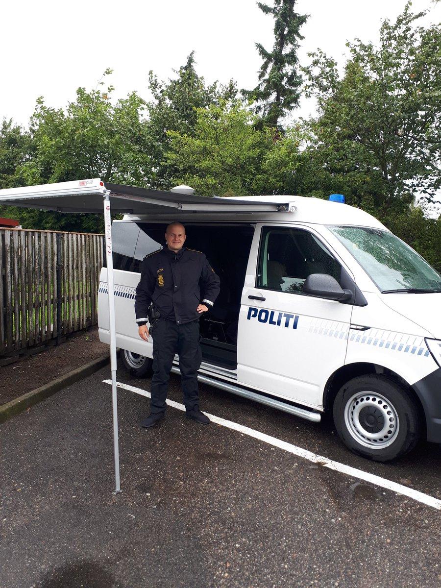 Mobil Politistation ved Dagli Brugsen i Dannemare https://t.co/DWj6Iv2V6b
