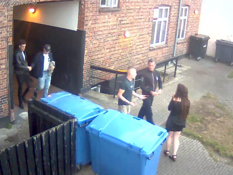 Genkender du disse personer? @SjylPoliti håber at få identificeret seks personer i forbindelse med voldshændelse i Esbjerg den 9. august. Læs efterlysning og se flere fotos https://t.co/TGKr3gyLEe … #politidk https://t.co/00nQeALYup