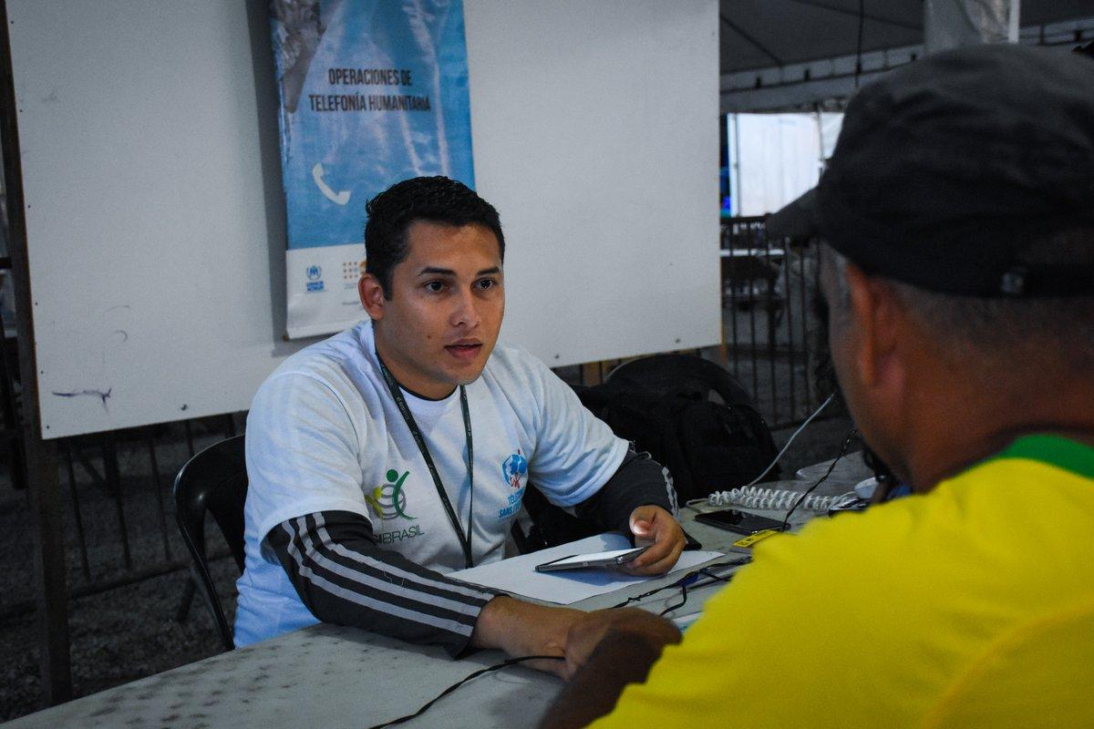 Ouvir a voz de alguém familiar traz motivação dos que foram forçados a deixar tudo para trás. A @TSF_Intl oferece ligações gratuitas para eles. A iniciativa tem apoio do ACNUR e da União Europeia - bit.ly/2kELQZr @europeaid @UEnoBrasil @UNHCRgov @Refugees_EU