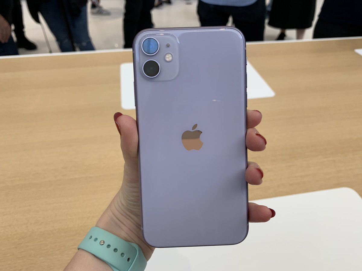 """Rhiannon Williams's tweet - """"And this is the purple iPhone ..."""
