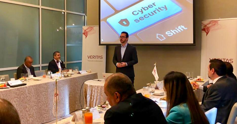 Last week #TeamVtas gathered with IT leaders in Mexico City to discuss the importance of reducing #DataManagement complexity to face major challenges.  Guest speaker Andres Velazquez, cybersecurity expert, shared use cases and best practices for the banking industry → <br>http://pic.twitter.com/ZhOztVbZeZ