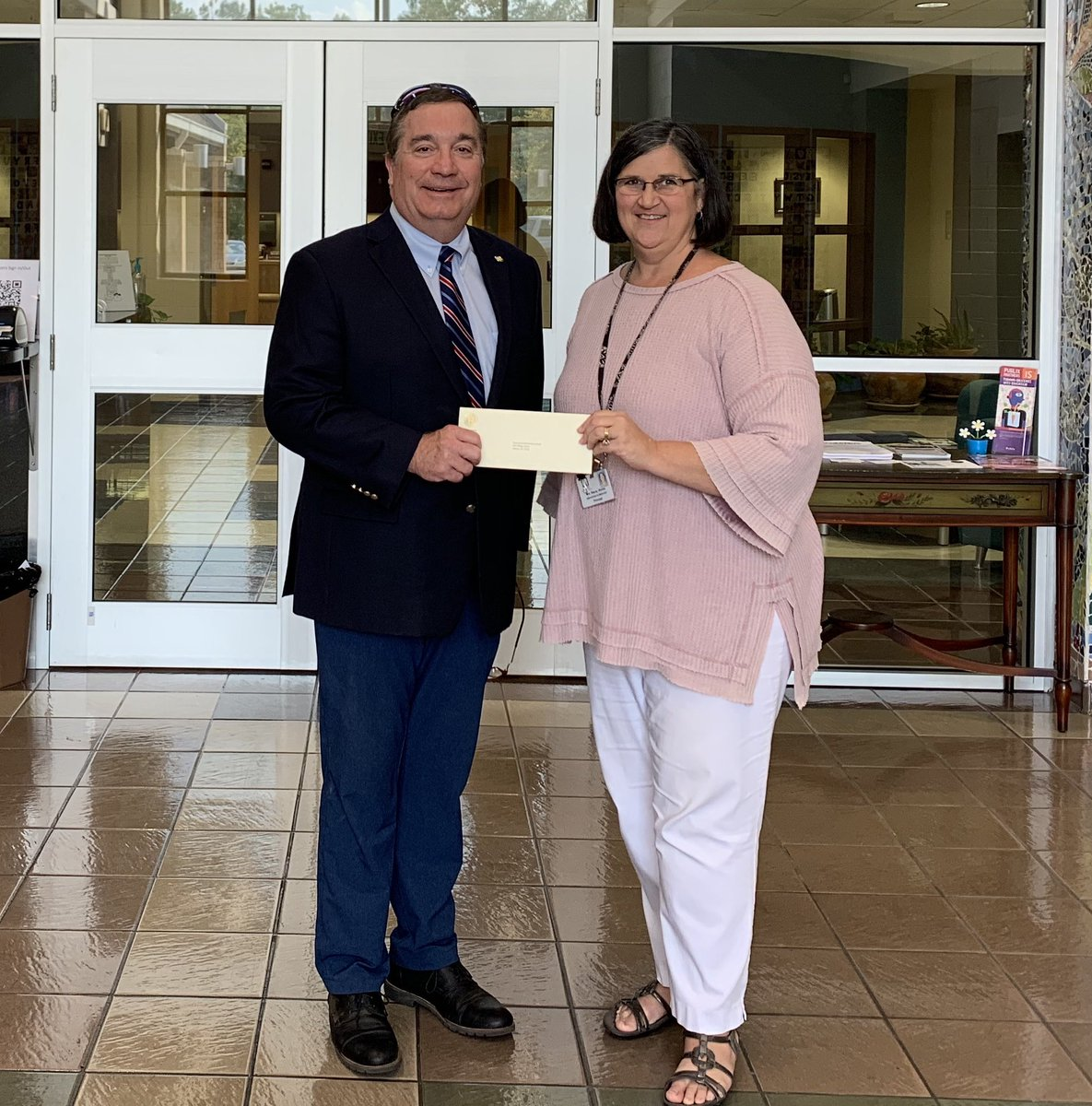 Thanks for donating to Greystone through a Community Grant, Senator Dan Roberts. We appreciate your support. #gsesjags @AlabamaSenate <br>http://pic.twitter.com/dWlQMF2dao
