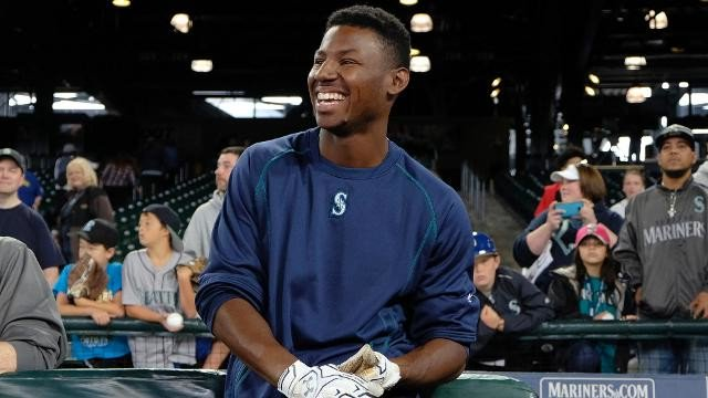 THE FUTURE HAS ARRIVED!Kyle Lewis! First Hit! First Home Run!Congrats @KLew_5 1-1 @Mariners