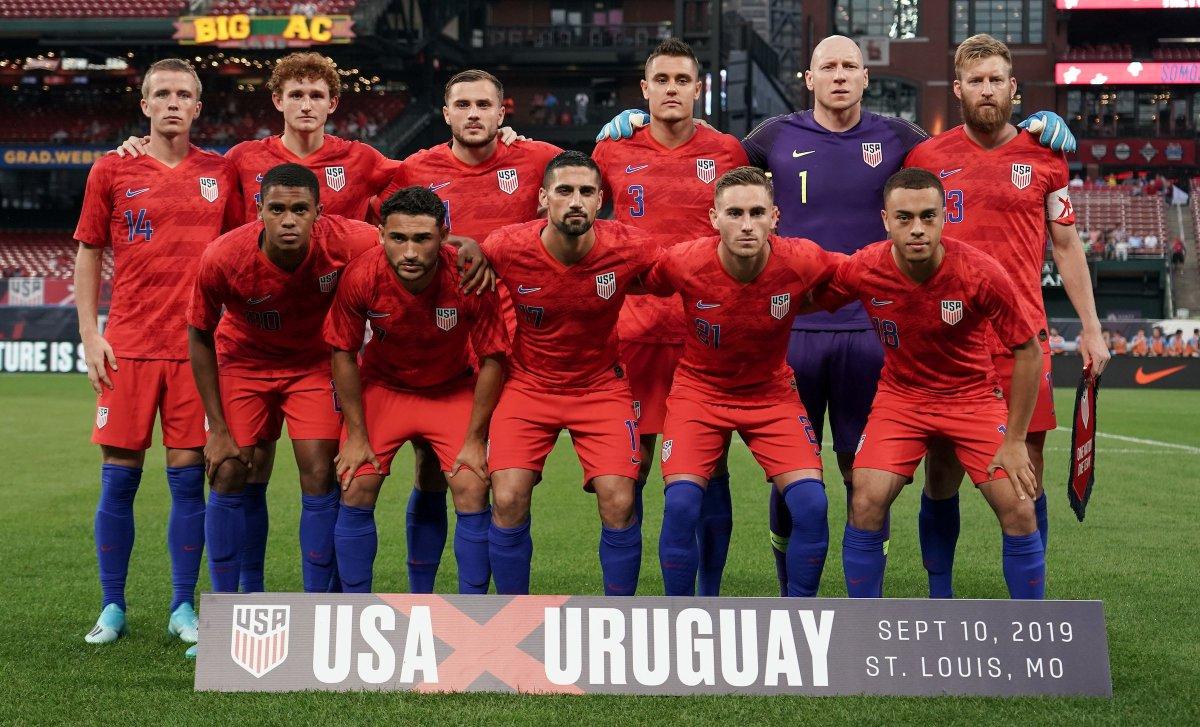 📷| Tonight's #USMNT Starting XI in photographic form. #USAvURU