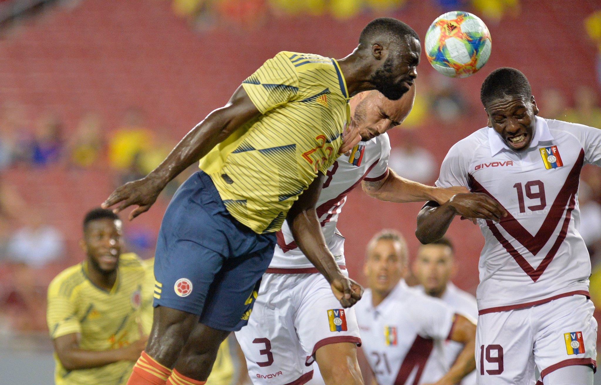 Colombia National Football Team: 📸 Algunas imágenes que dejó el empate 0-0 entre nuestra Selección y la @SeleVinot...