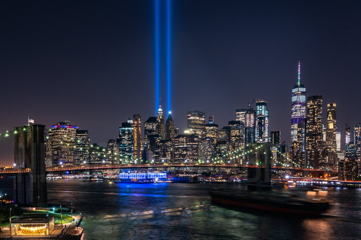 I ventured up to the Manhattan Bridge this evening to photograph the tribute in lights and to reflect on 9/11. It's hard to believe it has been 18 years. #September11 #WorldTradeCenter #NeverForget<br>http://pic.twitter.com/3GlNmyiUH3