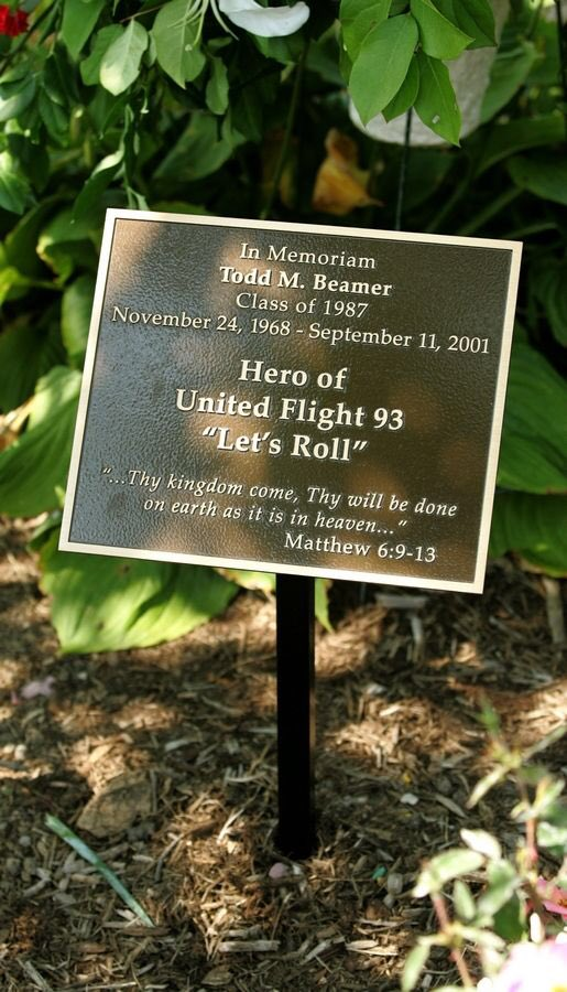 """""""Let's roll"""" became the phrase that would define America after the September 11th attacks. Todd Beamer, former student here at Wheaton Academy, fought back against terrorism while in the air on Flight 93. <br>http://pic.twitter.com/r11mzPcDNv"""