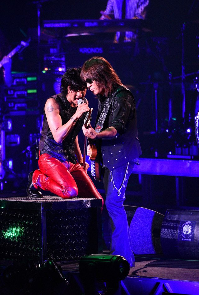 Browse and download photos/videos added by @natalie_mu 【ライブレポート】B'z、全36公演の全国ツアーに幕「このツアーはB'zの新しい旅」(写真12枚) | Hitweer.com