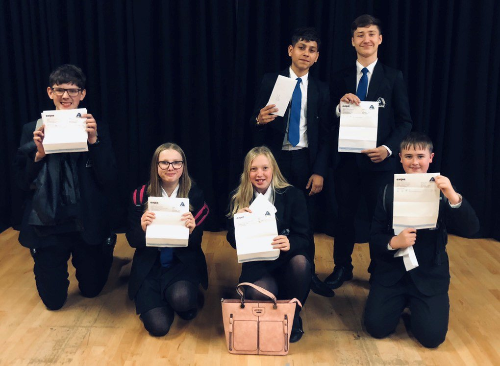Congratulations to a group of our Year 10 students on a fabulous set of BTEC Drama results. Miss Rowett, Miss Fitz, Miss Jackson and Mr Eyre are so proud of you! 🎭