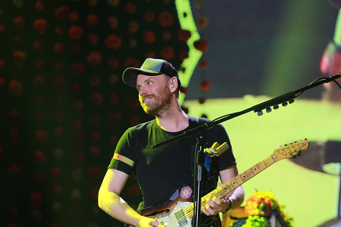 Happy birthday to my favorite guitarist alive the handsome bossy Jonny Buckland