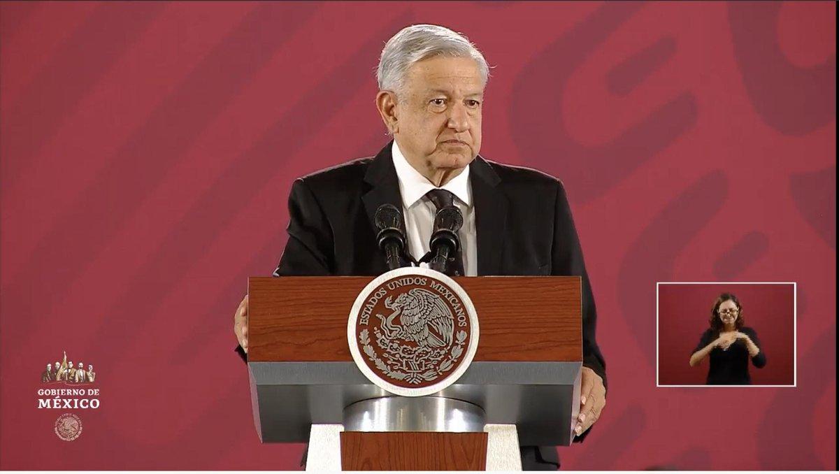 """""""No tengo la intención"""", señala López Obrador sobre si desearía reelegirse. """"No reelección. Por eso me estoy aplicando a fondo para hacer las cosas bien en mi periodo. Quiero entregar el gobierno, si lo decide el pueblo, en 2024"""", afirma. EN VIVO: http://bit.ly/2UNANLp"""