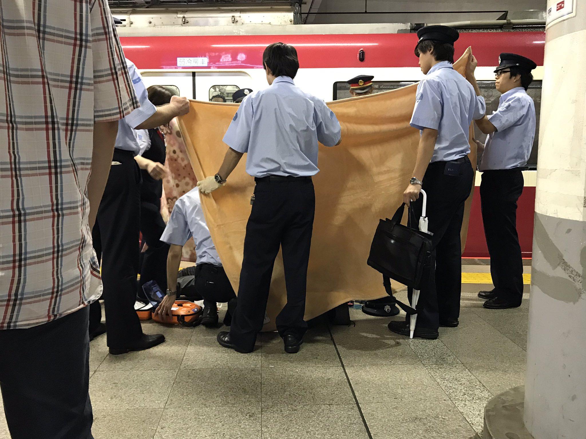 画像,1743 京急品川駅で長い警報鳴らし、駅員らが慌ただしい状態であったのでなんだろうと見たら…人身事故だった… https://t.co/hOCISbxxv5…