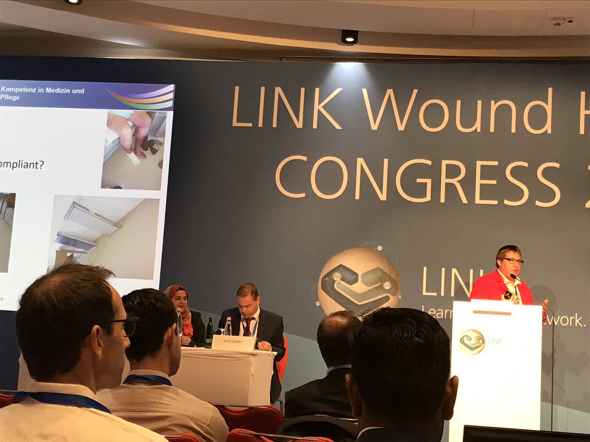 How we treat exuding wounds? Astrid Probst sharing best hospital practices at #linkforwoundhealing Congress Budapest https://t.co/zUzMm2qdPW