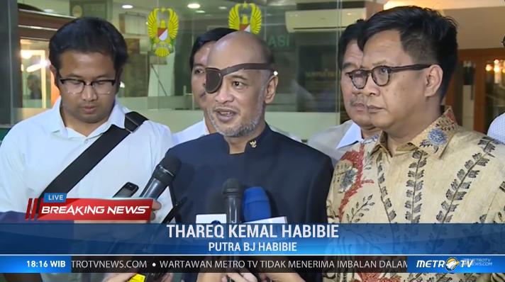 Thareq Kemal Habibie, putra bungsu dari BJ. Habibie baru saja menyampaikan kabar duka bahwa Presiden ke-3 RI, Bacharuddin Jusuf Habibie telah meninggal dunia pada pukul 18.03 WIB. #BreakingNews @Metro_TV http://metrotvnews.com/live