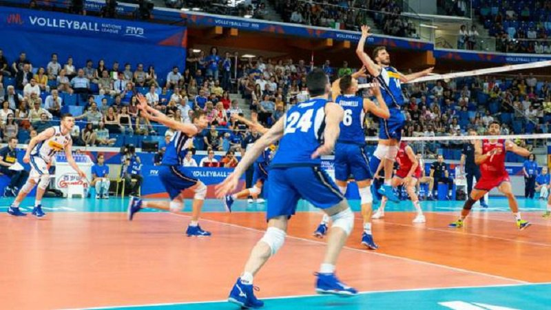 Dopo il bronzo ottenuto dalla nazionale femminile, l'Italia punta a salire di nuovo sul podio europeo della #pallavolo, questa volta al maschile, nella rassegna continentale che prende il via domani #EuroVolleyM #volley https://tinyurl.com/y3gm9ya8