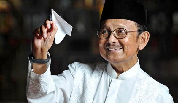 Innalillahi wa innaillahi rajiun. My deepest condolences for our beloved Pak Habibie & his family. Now you can peacefully reunite and meet again with your beautiful angel, Ibu Ainun, in Jannah. Thank u for all your dedications to our beloved country We'll always remember you 💜