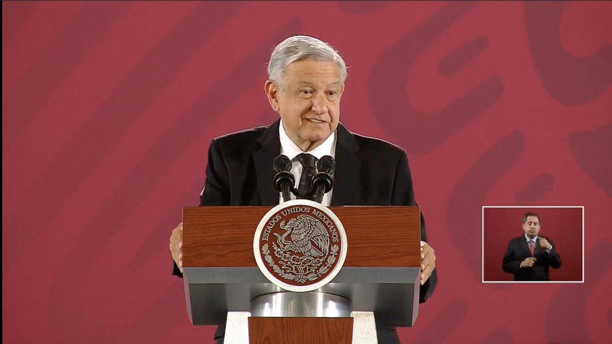"""López Obrador asegura que se siente """"muy satisfecho"""" con el trabajo de Manuel Bartlett. Afirma que con su trabajo, ayuda a limpiar de corrupción a la Comisión. Señala que """"los opositores"""" quieren confundir con el propósito de enrarecer el ambiente http://bit.ly/2UNANLp"""