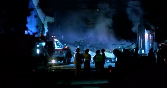 #BREAKING: Two people are dead after a cargo plane traveling from Millington,TN crashed near an airport in Toledo, OH. Crews say there were several explosions when the plane went down Wednesday around 3 AM. They are still searching the debris. @NTSB, @FAANews will investigate.