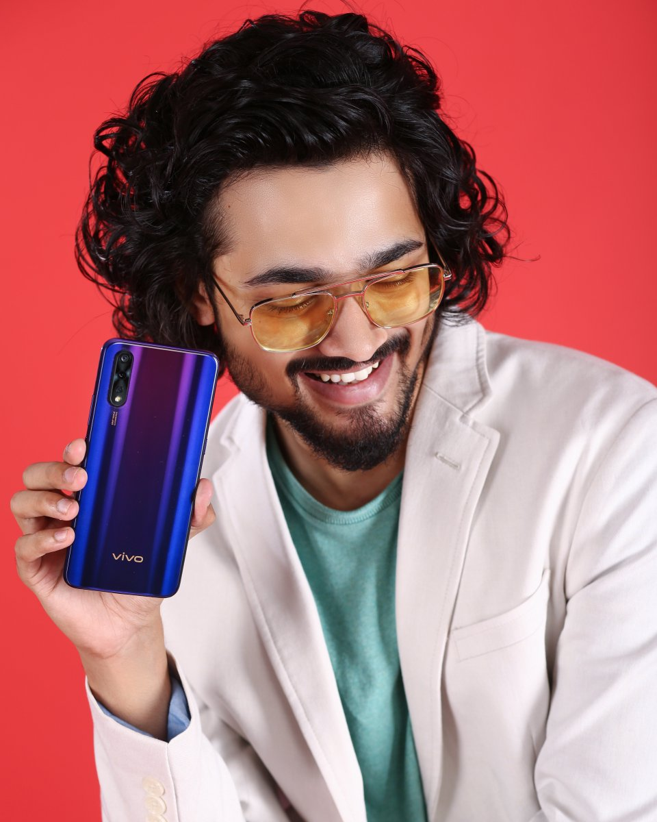 #vivoZ1x ft. @Bhuvan_BamBinge Watch and play game sessions for entire day. There's no stopping with 22.5W vivo FlashCharge & 4500mAh Battery in Z1x.#FullyLoaded #vivoZ1x sale starts tomorrow at 12 PM on @Flipkart : http://bit.ly/2kcszP1 and http://vivo.com/in