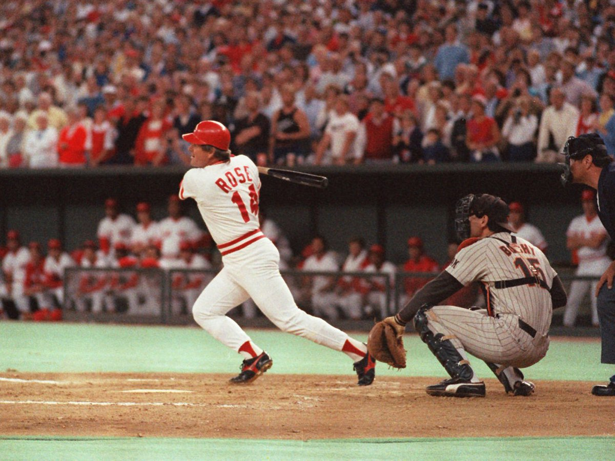 """September 11, 1985: Pete Rose lays claim to the moniker """"Hit King"""" with his 4,192nd career knock, passing Ty Cobb for the most all-time. #RedsVault https://t.co/dG9GdWZrLI"""