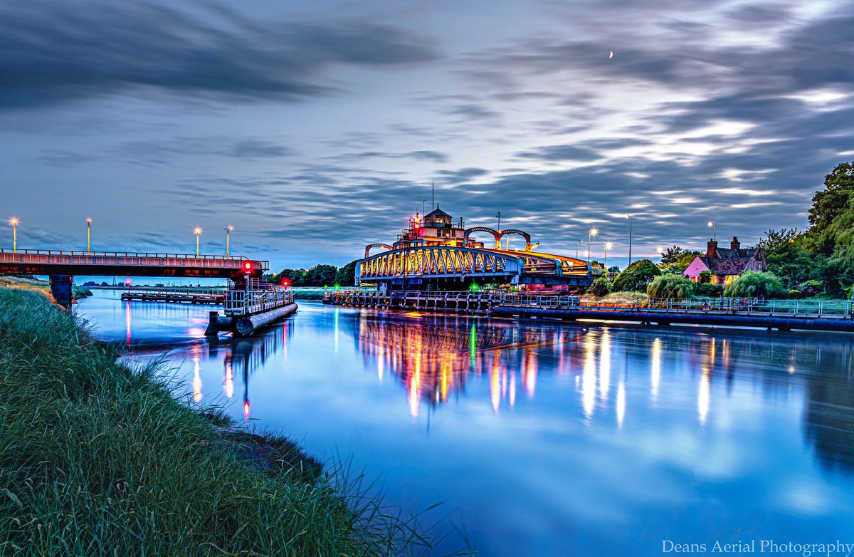 Here's a teaser of one of the magnificent and stunning bridges that our photographer Dean Fisher has captured for our next edition  What do you think? #teaser #bridges #octoberedition #lincolnshirepride <br>http://pic.twitter.com/PicRgMKLY1