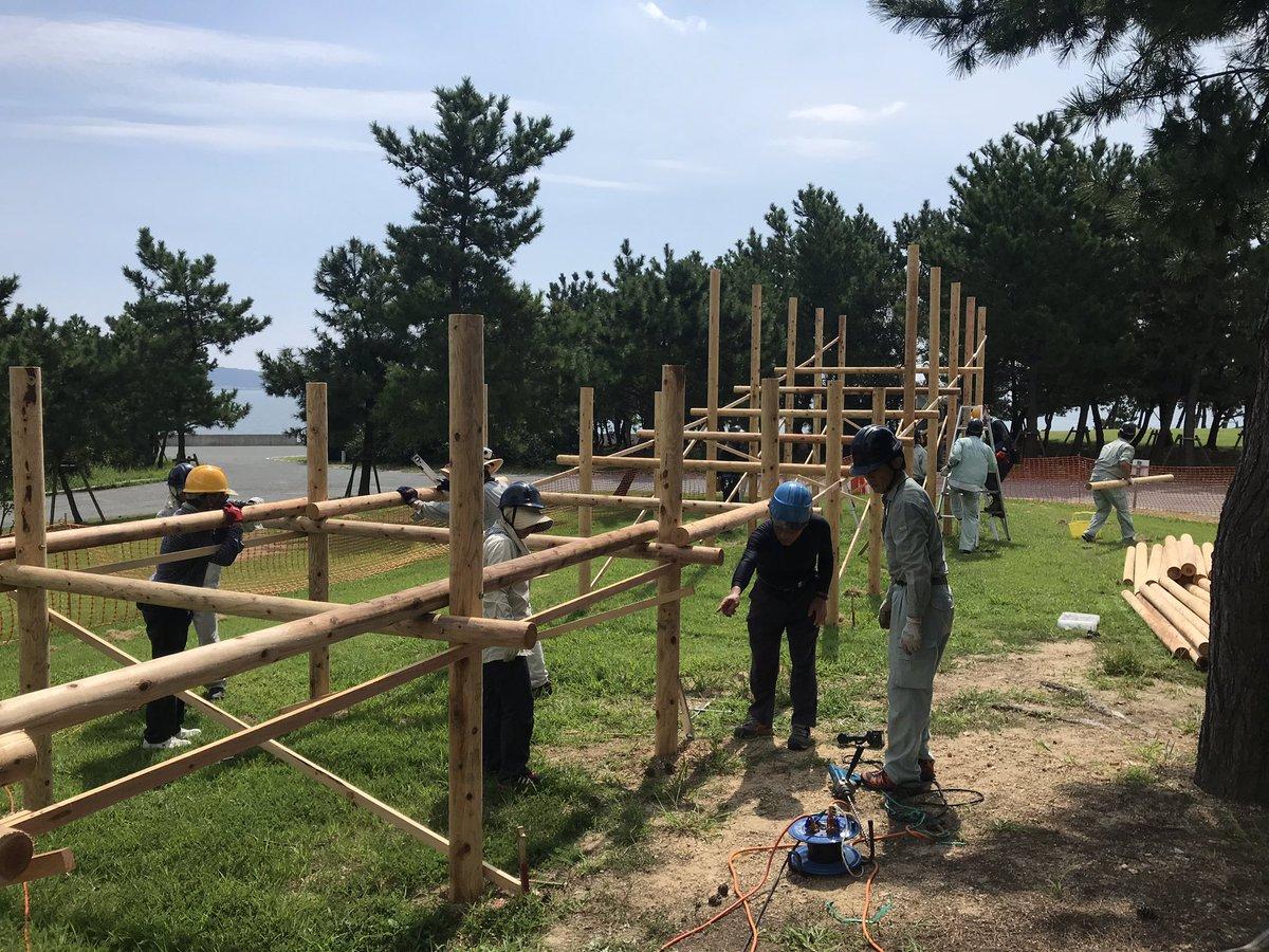 《開催まであと、30日》 竹のコースターを製作しているNPO法人やまぐち里山ネットワークと関係者のみなさま。30度を超える気温の中、毎日本当に頑張られています。ご来場の皆さんの期待に応え、楽しんでもらえるために只一筋に。。 #ゆめ花 #マルシェ #きらら博記念公園 #竹のコースター https://t.co/jUWp0sDS0w