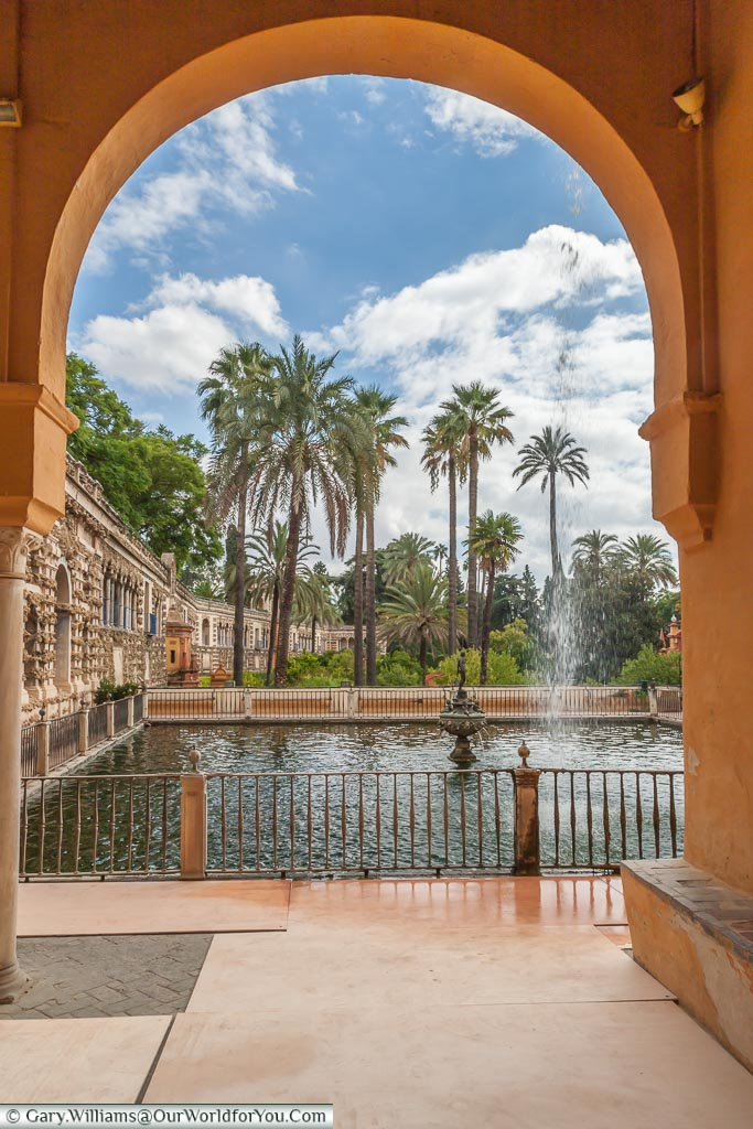 Do you want some sun & culture before Christmas falls upon us? Can we suggest Seville? We can also throw in great food, reasonably priced vino & a bucket loads of charm. #Travel @spain ow.ly/zMSm30puGKY