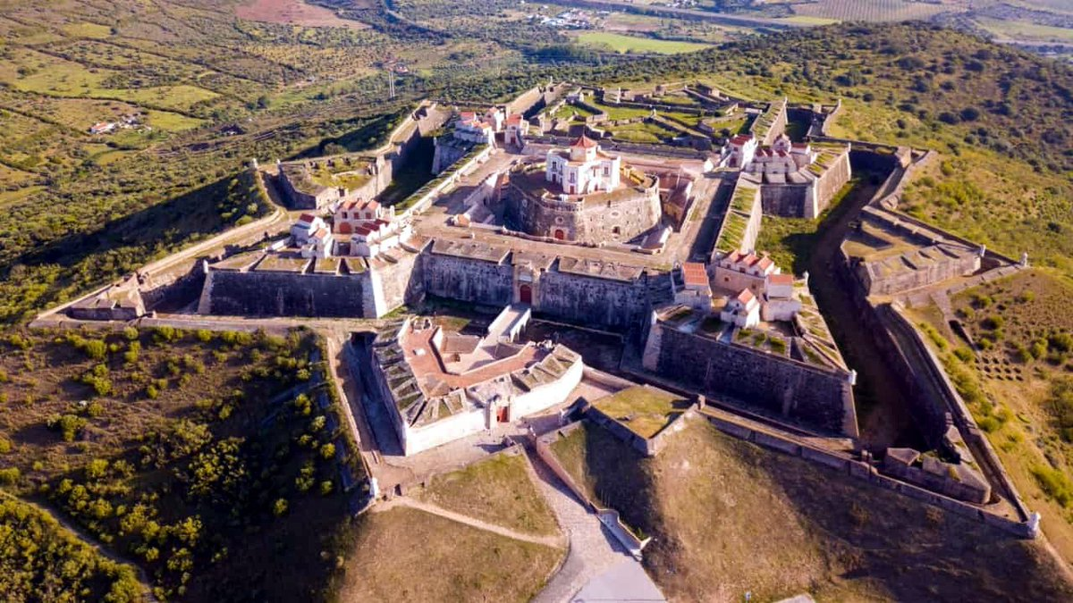 """Jorge Carmo on Twitter: """"#Elvas #Alentejo #Portugal 🇵🇹🏘️🏰🌻 National Geographic highlights """"Elvas, the star of Alentejo"""". The September National Ecological Journey from the publication National Geographic takes you to Elvas. Have you"""