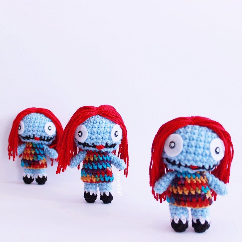 I made these three Sally at the same time back then, and they all turned out a bit different in details!This is why I love about handmade, each work is unique.  #ohanacraft #手作娃娃 #アミグルミ #jualamigurumi #amigurumi #häkeln #crochetsally #crochepattern #amigurumicorchetpic.twitter.com/582wsQRKd1