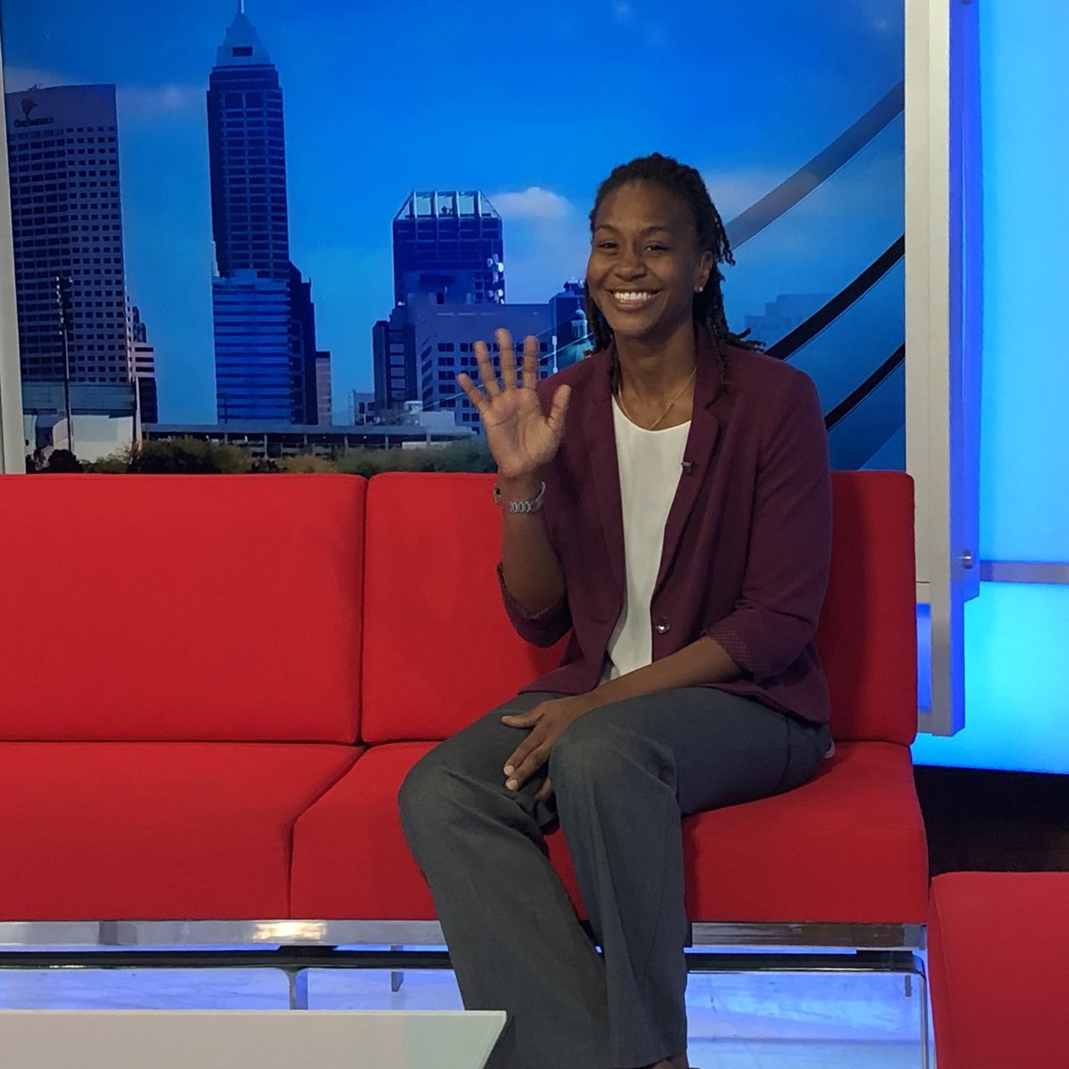 On deck for next segment at @WTHRcom Noon News ... @Catchin24 talks @IndianaFever news! New coach and new Fieldhouse in store for #Fever in 2020! Up next w @AlyssaRaymond! #Fever20 https://t.co/fGN5RyoU8f
