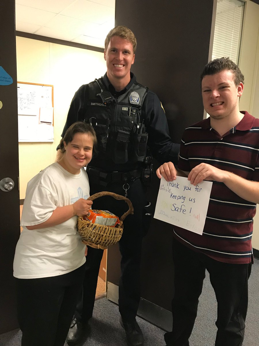 RT <a target='_blank' href='http://twitter.com/AnnieVincent315'>@AnnieVincent315</a>: Thanking our resource officer for keeping us safe <a target='_blank' href='http://search.twitter.com/search?q=911remembered'><a target='_blank' href='https://twitter.com/hashtag/911remembered?src=hash'>#911remembered</a></a> <a target='_blank' href='http://twitter.com/APSCareerCenter'>@APSCareerCenter</a> <a target='_blank' href='http://twitter.com/pep_aps'>@pep_aps</a> <a target='_blank' href='https://t.co/8bcHtCwAVA'>https://t.co/8bcHtCwAVA</a>