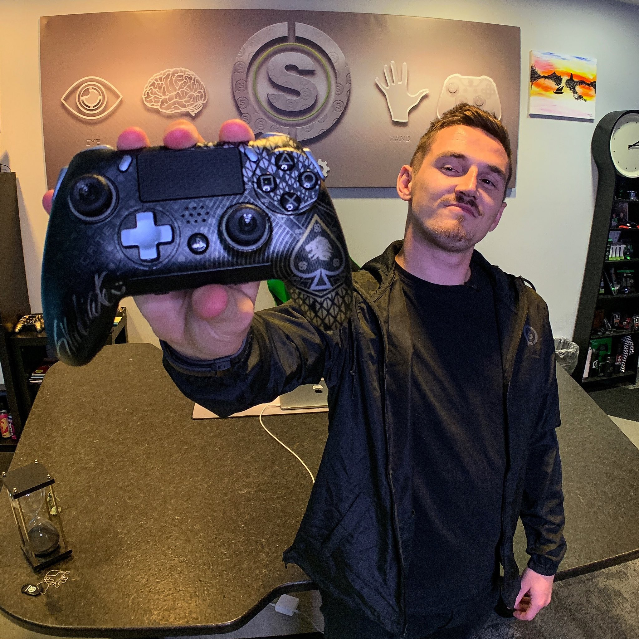 Tom Syndicate: Check out the reveal of my very own @ScufGaming controller!   https://t.co/DjvJ2rhCX9  ...