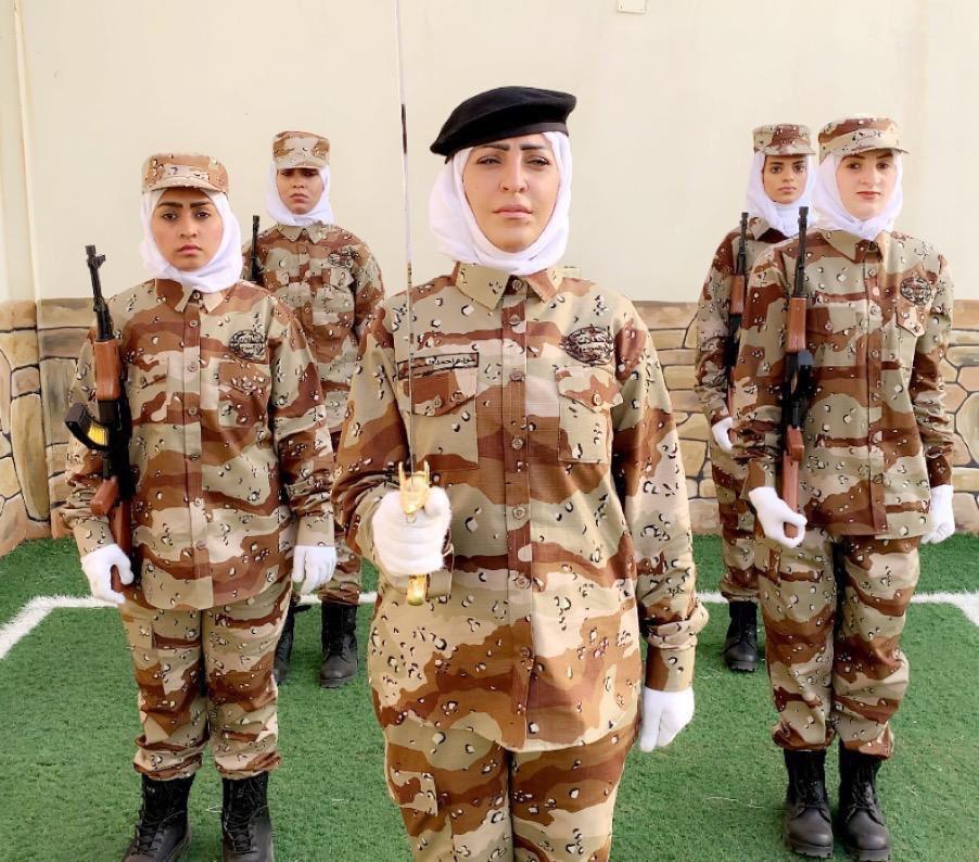 صور من بروفات العروض النسائية العسكرية للمرة الأولى في السعودية