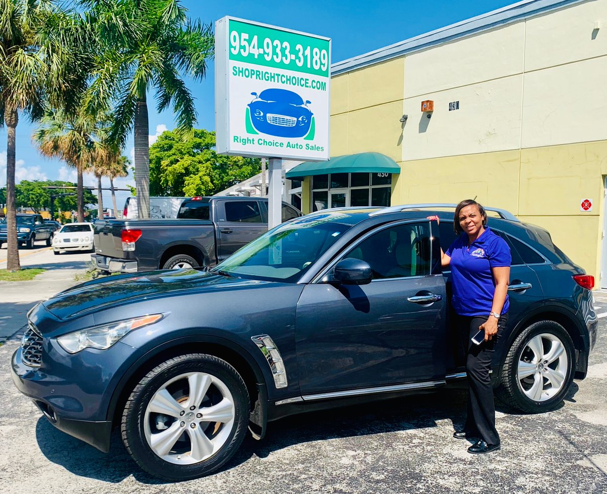 Another #happycustomer at #RightChoiceAutoSales in #PompanoBeach #Florida!   for the #bestdeals in the country on quality #usedcars!  @rcasflorida #carsforsale #dealsonwheels #usedcardealer #drivehomehappy #smilesformiles #infiniti #FX35 #InfinitiFX35