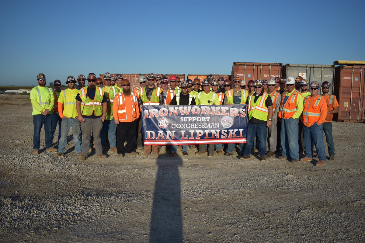 I appreciate the @ironworkers in Chicago, Joliet & throughout the state who showed their support at recent Labor Day parades. They know I have the backs of their members & all working-class families in Illinois & across the country. I will always fight to protect their jobs #IL03 <br>http://pic.twitter.com/a2lgnjzz00