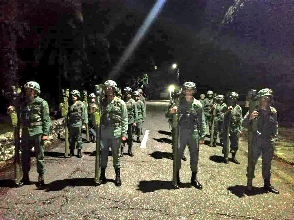 CEOFANB14Aniversario - Hacer como en Panamá eliminar la fuerza armada.  - Página 5 EENJwzUXYAEMLM3