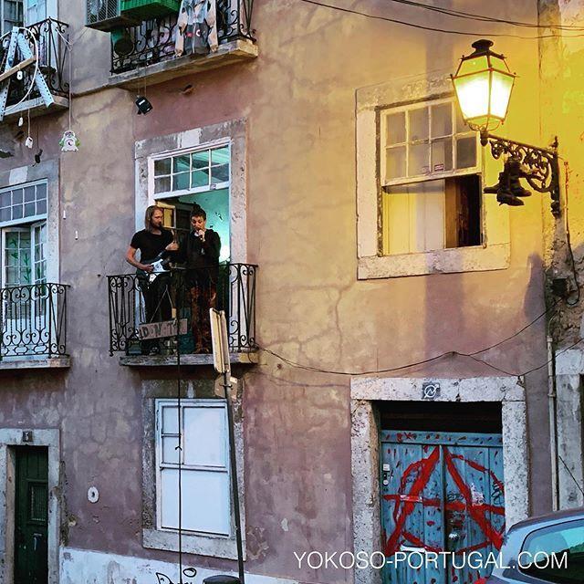 test ツイッターメディア - 自宅のベランダでマイク片手に歌っちゃう人。 #リスボン #ポルトガル https://t.co/QWEqrbYvWq
