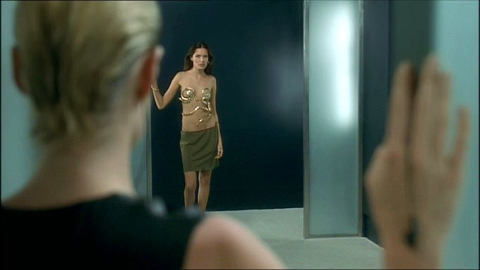 Happy birthday Brian de Palma. I know it isn t in his canon, but I loved Femme fatale. Beautifully framed scenes.