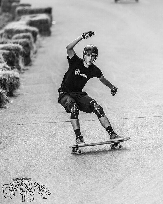 : @khaleeqovision #arbiterkt #pr #centralmass10 #skatecentralma #emgeeevents  #keepingitholesom #fastfreeride #skaters #longboardingisfun #fun #skatefast #sideordie #rdvxgrip #fast #skateordie #skate4life @oslongboarding @RDVXGrip @holesomriderpic.twitter.com/rBrkbZNbKj