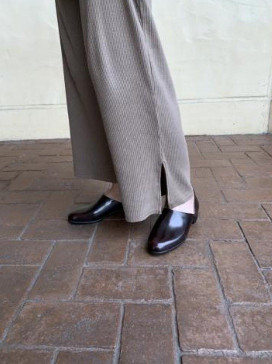 もうなんどもオススメしてるんだけれど、パンプスの代わりになるメンズライクな靴はHARUTAのスポックシューズ。 色も3色、ツヤツヤ苦手な方はスムース素材もある。 ボーイッシュ、マニッシュ、メンズライクあたりのワードが好きな方に本当にオススメ。そして何より全く靴ずれしない…。
