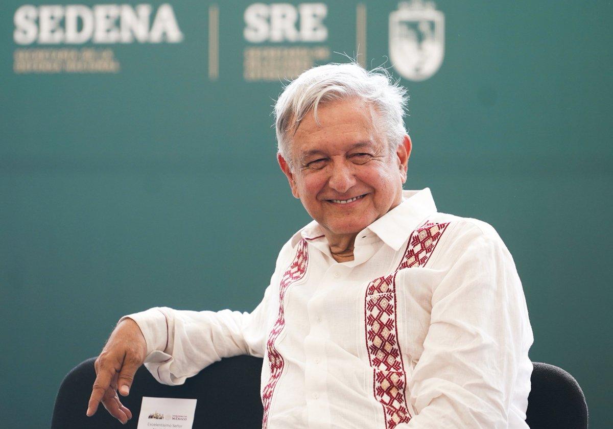 Migrante africana nombra a su hijo Andrés Manuel López Obrador http://bit.ly/2UVrk4I