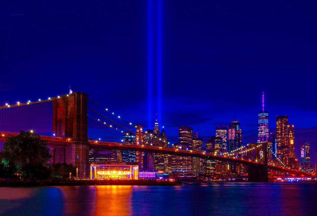 Tribute in Light shines in the twilight skies above World Trade Center & #NYC on this 18th anniversary of September 11.  #NeverForget911 #NeverForget #September11 #TributeinLight <br>http://pic.twitter.com/VjsfHNMDZH