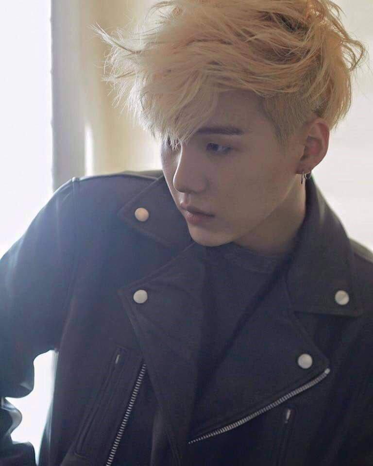 Blonde Min Yoongi: The Visual  - a short but stunning thread- <br>http://pic.twitter.com/tiuyhHYQv0