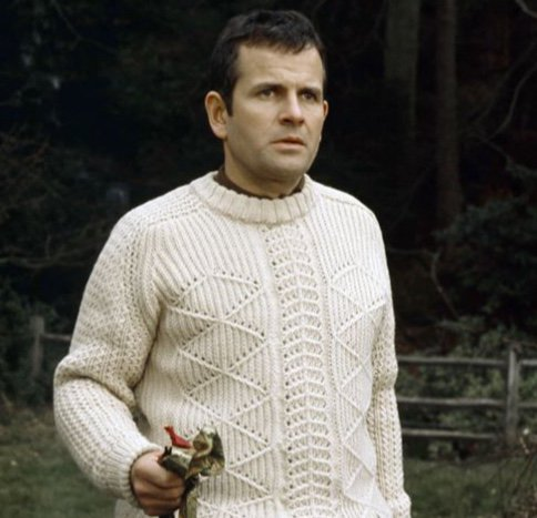 Happy Birthday to celebrated British actor Sir Ian Holm! He is 88 today. Favourite Ian Holm role?
