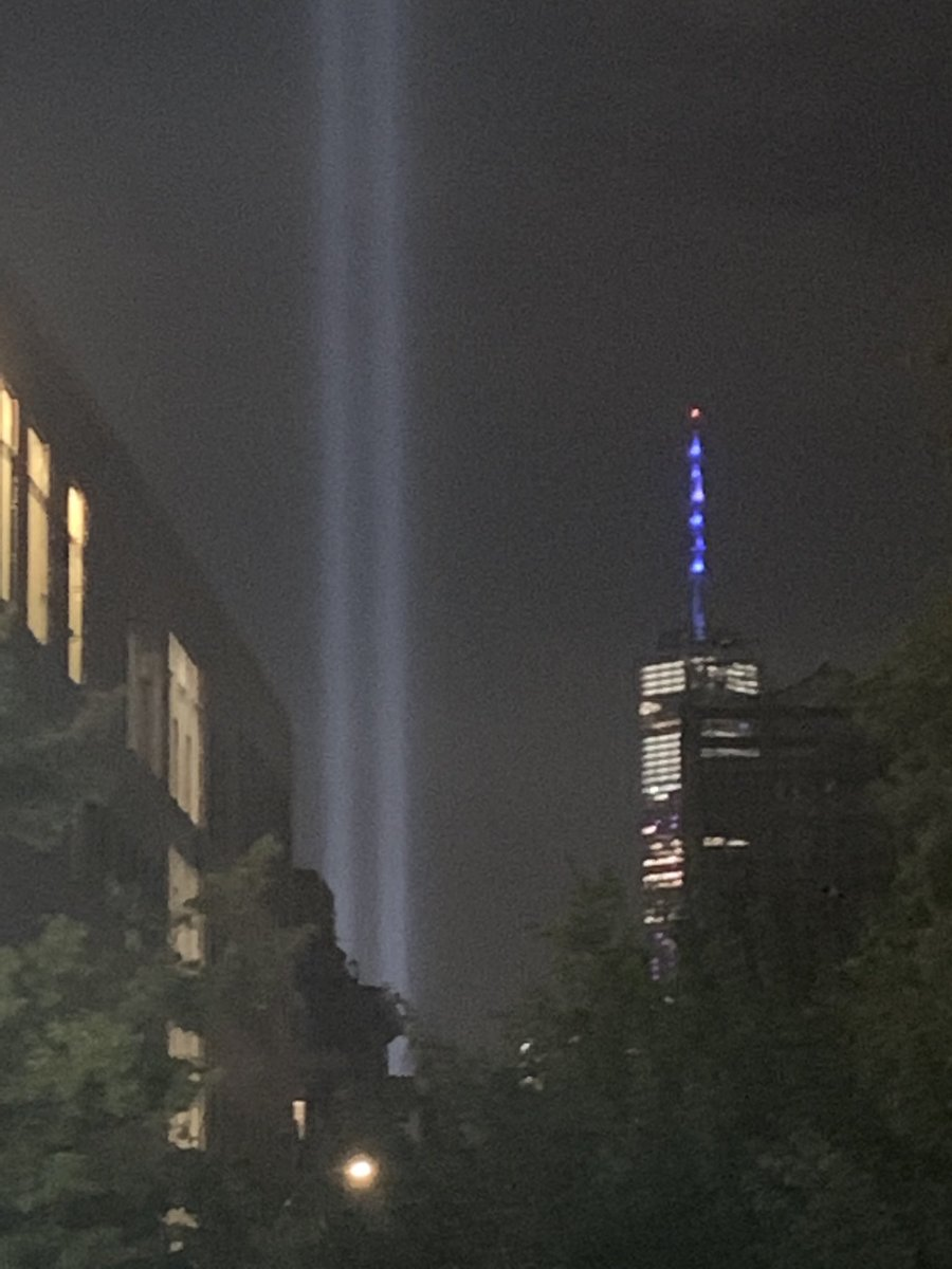 The #TributeinLight from Washington Square. I'm glad I had the opportunity to see it. <br>http://pic.twitter.com/jgovaSmsGs