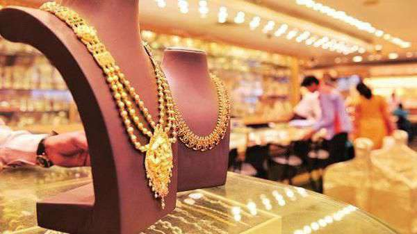 Gold prices today down ₹2,000 from highs, silver rates continue to plunge - Top Tweets Photo