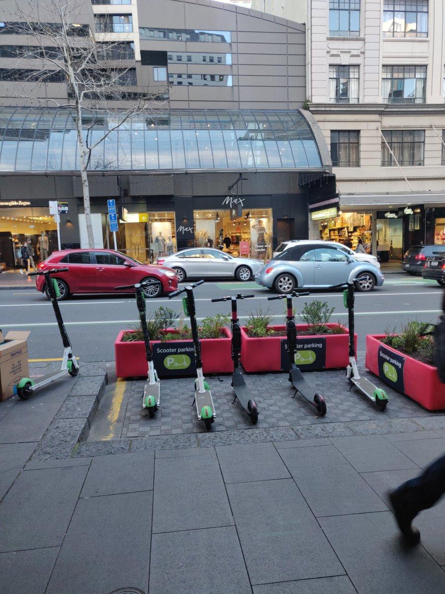 #BreakingNews Dedicated scooter parking installed on Queen Street, Auckland <br>http://pic.twitter.com/DJhi3aLSkI