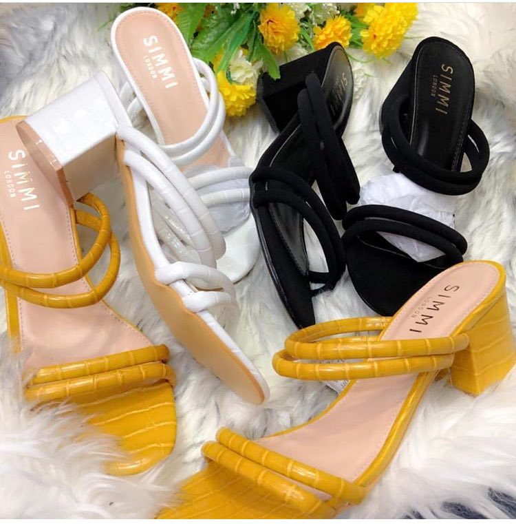 Good morning beautiful people. I sell bags,sneakers,shoes and wears. All at affordable prices,I'm based in Lagos but I deliver Nationwide My IG handle is :  http:// instragram.com/house_of_tianah      You can send a DM via WhatsApp 07030045523 to place your order Please RT!  #MSMEThursdayWithDipo <br>http://pic.twitter.com/rqmYztYLvj