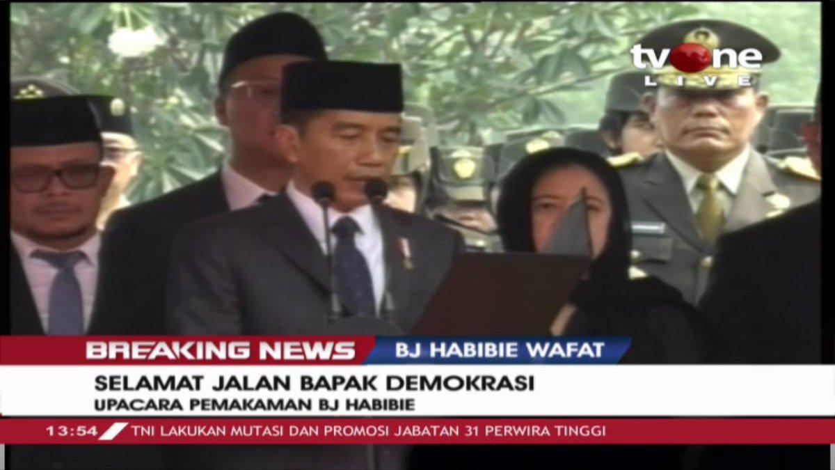 [Breaking News]: Pidato Presiden Joko Widodo dalam upacara pemakaman BJ Habibie. Dan prosesi penurunan jenazah. Saksikan beritanya saat ini hanya di tvONe & streaming di tvOne connect #BreakingNewstvOne #tvOneNews #BJHabibie