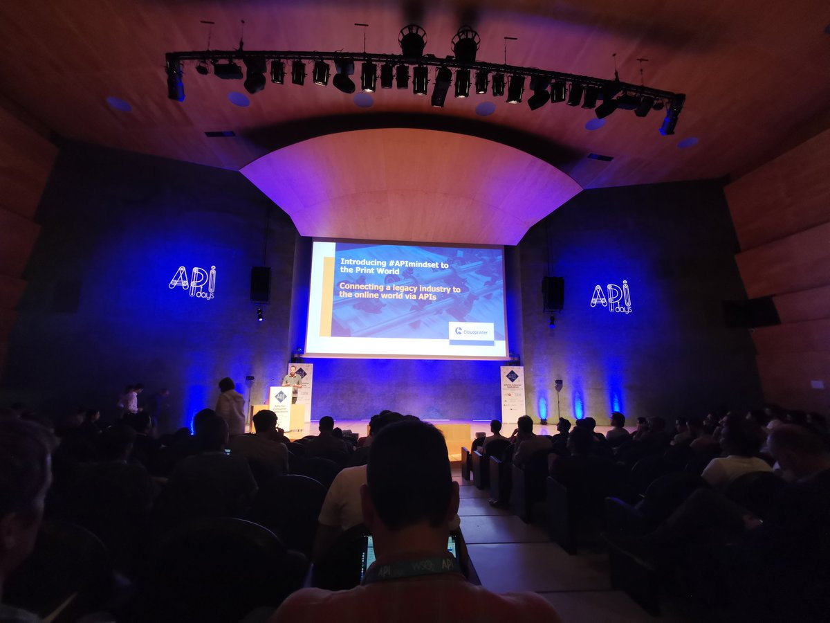 Thank you @anyulled for mentioning us. We are thrilled to be now in #Barcelona at #APIdays  Being here is not an option, is a must! Come say hello to our CEO Martijn Eier if you're there.